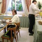 Mamá Desayunando en el Regis