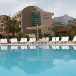 The hotel, the swimming pool and the mountains
