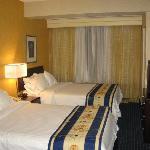 SpringHill Suites Monroeville bedroom area