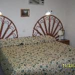 Gomar King Bed