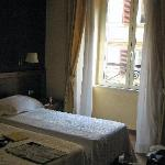 Twin bedroom facing Via Palermo