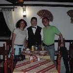 En el comedor, junto a Luis