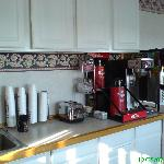Days Inn Cranston Warwick - Breakfast table with coffee