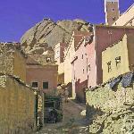 5. Addaï est accroché au flanc d'une colline plus pentue que celle de Tazekka