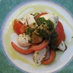 Luncheon salad with Mozarella and Tomatoes