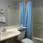 Microtel Inn Buffalo (Tonawanda) - bathroom