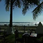 Blick auf den Strand vom Restaurant