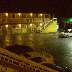 Blick aus meinen Zimmer auf den Parkplatz vor dem Hotel