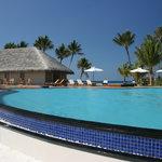Pool & bar