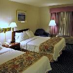 Typisches Zimmer mit zwei Doppelbetten
