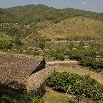 Blick von den Häusern über das Tal