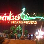 Yumbo centre at night.