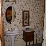 Bathroom of Honeymoon Suite