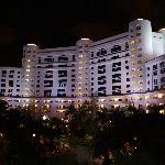L'hôtel de nuit... vu du parking du toit !