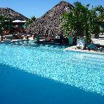 swim-up bar and Cabana grill behind