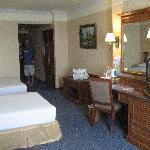 Una de las habitaciones por dentro, amplia y limpia