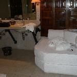Baño con sofa