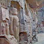 Budas esculpidos en roca