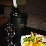 Sparkling wine and fruit at arrival