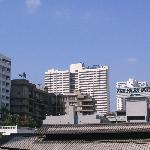 Blick auf Hotel von der nächstgelegenen Sky Train Station