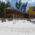 Vue de l'hôtel depuis la plage