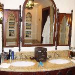Ocean Deluxe bathroom
