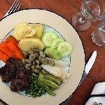 Délicieuses boulettes et légumes vapeur, une spécialité au goût raffiné d'Hamed.