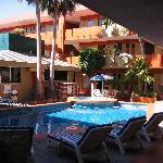 Azteca Inn Courtyard, bar