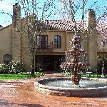Vintner's Inn: Villa and Fountain