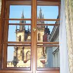 la chiesa vista dalla finestra dell'hotel
