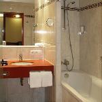Hotel Esperanto Fulda - bathroom