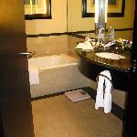 Hilton BA bathroom