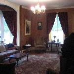 The front room where we met other guest
