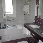 Junior Exec. Suite Bathroom
