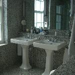 Lovely Marble Bathroom R211