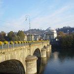 Ponte sul fiume Po
