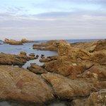 formations rocheuses le long d'une partie de la plage