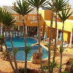 le stanze si affacciano sulla piscina
