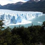 Magnífico desprendimiento en el Perito Moreno