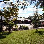 Emeraldene Inn & Eco-Lodge - lovely garden setting