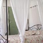 le lit de la chambre la coquine