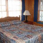 bedroom-great windows overlooking lake