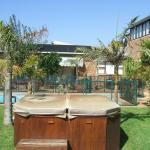 The garden area with jacuzzi