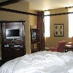 Room with 2 TVs!