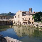 bagno vignoni piazza principale