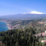 natura perfetta.Etna vista da taormina