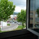 Blick aus dem Fenster zur Straße