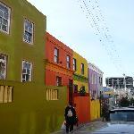 la rue du B&B très colorée
