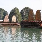 Classic Halong Bay (18045537)
