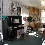 Lounge & breakfast room, with piano for guests
